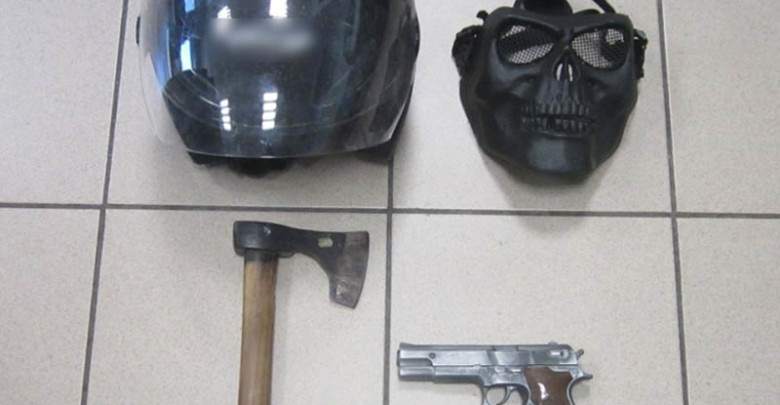 Photo of Σύλληψη 35χρονου για ληστείες με πιστόλι και τσεκούρι σε τράπεζες της Θεσσαλονίκης