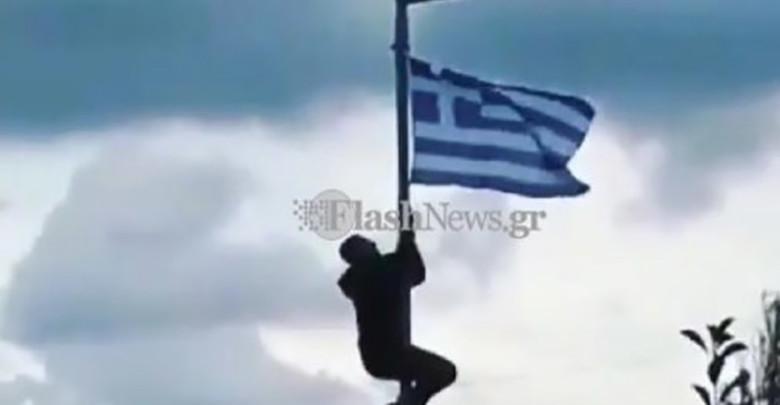 Photo of Γέμισαν σημαίες το σχολείο του μαθητή που τιμωρήθηκε στην Κρήτη