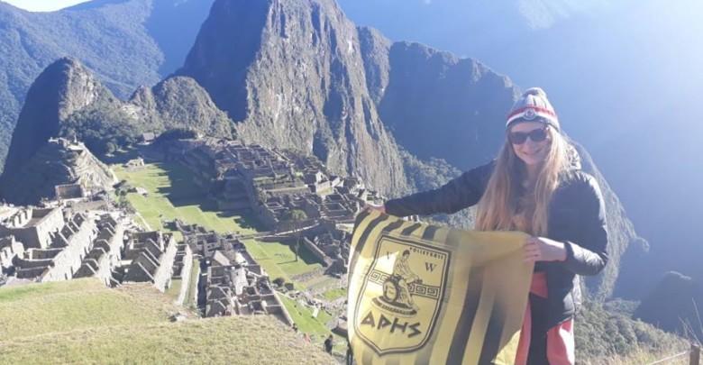 Στο Μάτσου Πίτσου του Περού η σημαία του Άρη και του γυναικείου βόλεϊ!