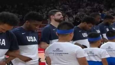 Photo of Κατέβασαν το κεφάλι οι Αφροαμερικάνοι παίκτες των ΗΠΑ στην ανάκρουση του ύμνου