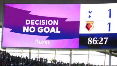 Photo of Ο διαιτητής είδε VAR, έδειξε «σέντρα» αλλά η οθόνη έγραψε κατά λάθος «no goal»! (video)