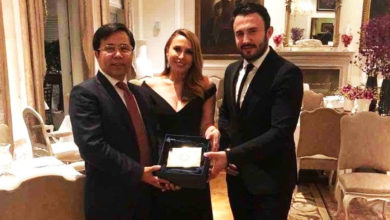 Photo of Σε δείπνο με πρόεδρο κινεζικής τράπεζας η οικογένεια Καρυπίδη (photos)
