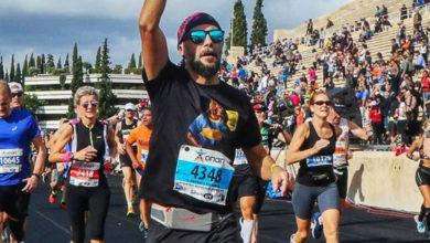 Photo of Έτρεξε στο μαραθώνιο της Αθήνας με μπλούζα για τον Κουκ (photos)