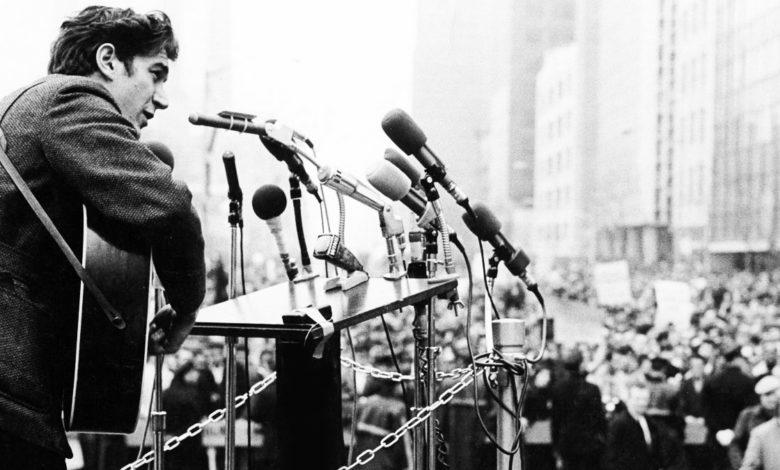 Photo of Ο Phil Ochs πίστευε πως η μουσική κι ο κόσμος μπορούν να αλλάξουν τα πράγματα