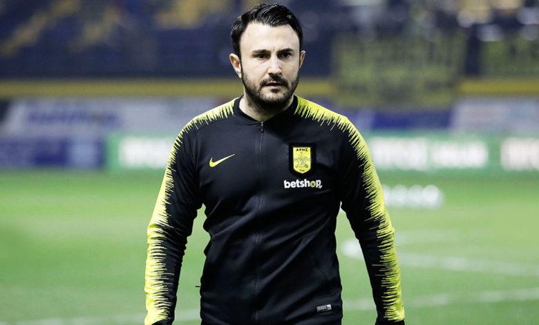 Photo of Δίνει το σύνθημα ο Καρυπίδης μέσα από το γήπεδο! (pic)